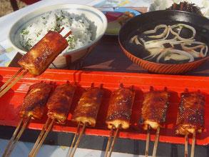 犬山名物の菜めしでんがく定食(1050円)を境内で