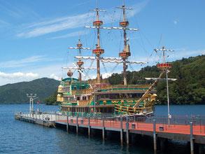 海賊船が発着する芦ノ湖湖畔まで走ってUターン