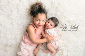 photographe naissance et sister grande sœur portrait so cute dans le var en studio
