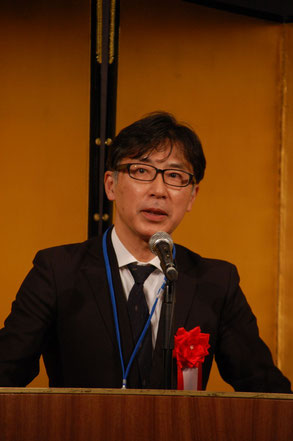 祝辞の商工中金横浜支店島名浩一支店長。