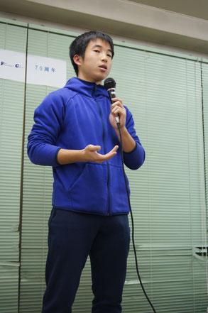 大見氏の講演に感激し謝辞を語る福渡渓太主将