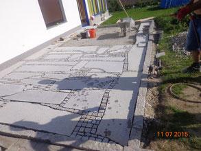 Bodenplatten Mosaik mit Kleinsteinen Lasberger Granit