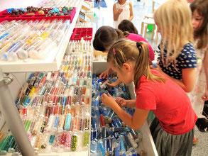 Kindergeburtstag in Düsseldorf Perlenreicher Perlenladen. Workshop Kinder