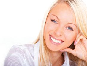 Weiße Zähne mit Power-Bleaching