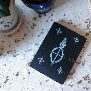 carnet artisanal noir, original, motif tatouage berbère, papeterie, cadeau