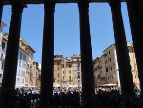 Rom, Vorhalle des Pantheon - Piazza del Pantheon