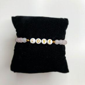 "Armband ""Love"" aus Rosenquarz mit vergoldeter Perle und Namenszug LOVE"