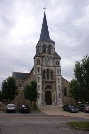L'Eglise Saint Martin. Reconstruite de fond en comble entre 1879 et 1898 par l'architecte René Martin et le sculpteur Félix Bonet. La précédente église avait un clocher et quelques vestiges du 12è s., remaniés au 16è et 17è siécle. Monument historique.