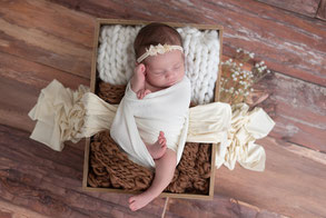 Photographe naissance nouveau-né bébé Dijon Beaune Nuits saint Georges baby shower bon cadeau