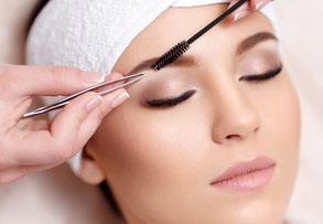 kosmetikstudio-nagelstudio-by-maica-frau-schönheit-nageldesign-kosmetikbehandlung-augenbrauenzupfen
