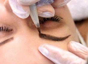 kosmetikstudio-nagelstudio-by-maica-frau-schönheit-nageldesign-kosmetikbehandlung-augenbrauenfaerben