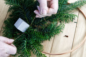 Attaching Concrete Cube Ornaments To The Winter Wreath PASiNGA DIY Decor Idea