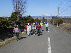 総会前のミニフットパス。後ろの山並みが素晴らしい!