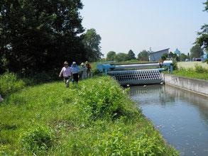 灌漑溝そばを通過中です