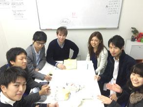サークルのような楽しい雰囲気の名古屋市中区栄駅前の格安英会話スクールです。