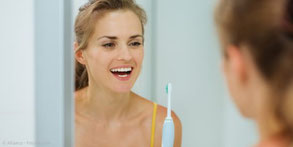 Neben der professionellen Zahnreinigung isr gute Mundhygiene das beste Mittel gegen Mundgeruch.