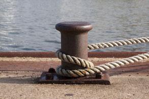 Buddha auf Rücken im Wasser