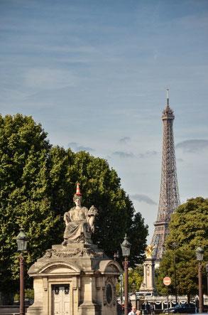 Der Eiffelturm vom Place de la Concorde aus gesehen. Entfernung? Na ja, so ca. 45 Minuten zu Fuß