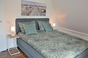 Ferienhaus Zeeduin Luxus-Boxspringbett Schlafzimmer 1