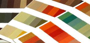 Farbkarten mit der warmen Farbfamilie