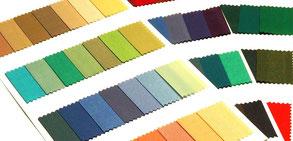 Farbkarten mit der warm-kalten Farbfamilie