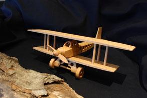 Doppeldeckflugzeug aus Holz