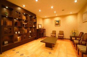広くてきれいな待合室