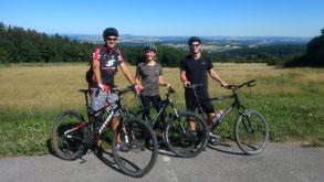 Mountainbiker bei schöner Fernsicht