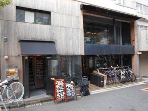 一階は自転車屋さん。同じオーナーが経営されています。