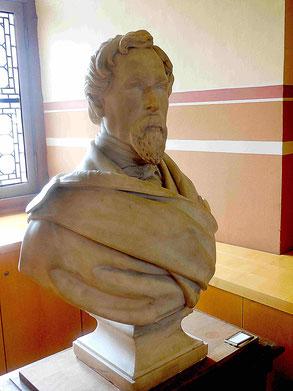 Le buste de Jacques Boucher de Perthes autrefois  présenté sur la cheminée de la salle 1. Avril 2018, salle objet du mois / Ph JH