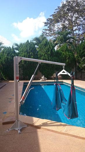 Lève personne de piscine