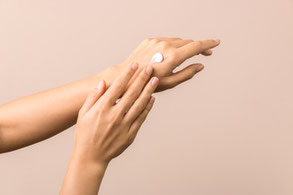 crema su mani, hand