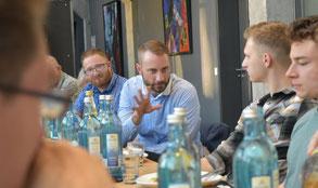 Patrick Schreiber MdL und CDU-Stadtrat Gunter Thiele diskutierten intensiv mit Mitgliedern der Jungen Union Dresden