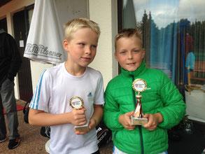 v.l.: Mats Egbring mit den Sieger des U9 Nord Cup Bengrt Reinhard (TC RW Fulda)
