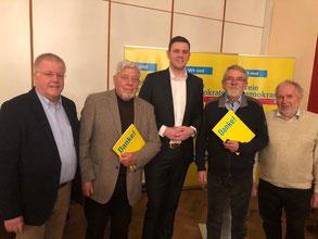 (v.l.n.r.) Dr. Ulrich Klotz und Peter Manuth (beide Verl), Kreisvorsitzender Patrick Büker, Horst Geller und Gerhard Blumenthal (beide Schloß Holte-Stukenbrock)