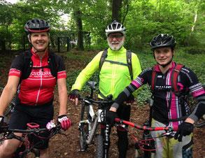 ... unsere MTB-Guides Elisabeth, Hans und Christopher