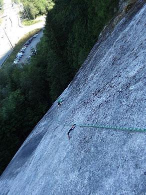 Meine Wenigkeit beim Rock climbing am Chief.