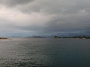 夕方の漁港の写真