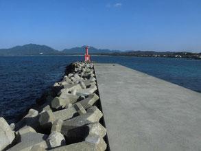 漁港の堤防