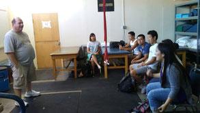 トレーナーへ質問を行う学生たち