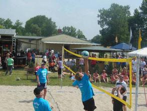 Ein Teil unserer Volleyballspieler zum Zöschener Sportfest.