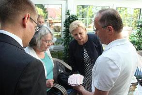 Bundestagsabgeordnete Hilde Mattheis zu Besuch bei Metzgerei Weinbuch in Öpfingen