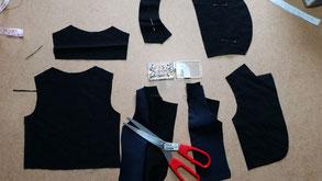 4-teilige Anzüge für Handpuppen.