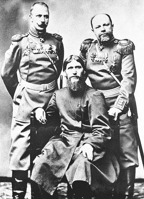 Григорий Распутин, генерал-майор Михаил Путятин, полковник Дмитрий Ломан. Фото К. Буллы, между 1907 и 1908 г.