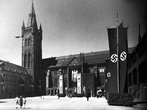 Двор Кёнигсбергского замка в 1930-е гг. Слева – музейный комплекс, где находилась «немецкая» Янтарная комната