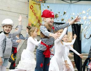 Спектакль «Бременские музыканты», показанный на Дне открытых дверей ДК «Сувенир»