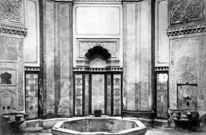Мраморный бассейн в центральном зале Турецкой бани. Фото 1930-х годов