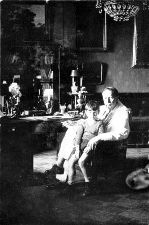 Алексей Толстой с сыном Дмитрием в своем кабинете