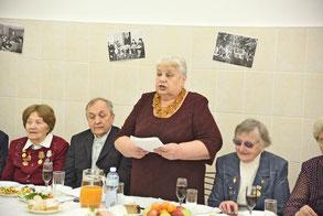 Ева Иосифовна Эскина выступает на «юбилейном» педсовете
