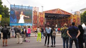 За выступлением Дарины Щегловой зрители наблюдали и на большом экране